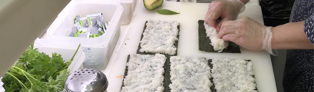 Stand japonais des traiteurs restaurants asiatique Veng Hour pour manger du fait main sur place ou à emporter